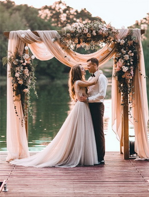 Flower trends forecast trends with the trend toward more diverse wedding venues the floral arch has become the go to decoration for creating the most junglespirit Gallery